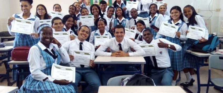 Cursos Logísticos a Estudiantes de Colón